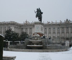 The Plaza de Oriente sits next to the Royal Palace (Palacio Real) and has gardens bordered by statues of past Spanish kings. In the center is the fountain you see with a statue of Phillip IV, and on the other side of the plaza is the Royal Theater.