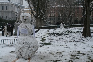 Not far from the ice princess was this fellow with a cigar in his mouth and two snowmen in progress in the background.