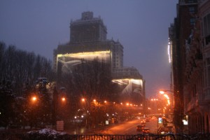 The Plaza de España is beautiful as the lights turn on, and the snow continues to fall.