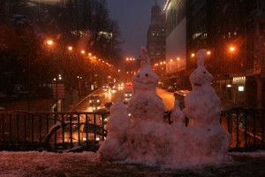 A snowman family posed for photos in front of a street by the Plaza de España.